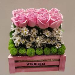 Occasions 8 Pink Roses In Pink Wood Box التوصيل داخل عمان فقط